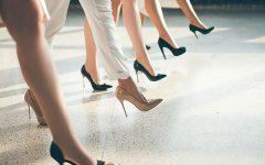 12 เคล็ดลับการเดินบนรองเท้าส้นสูงให้สวยเริ่ดเฉิดฉาย