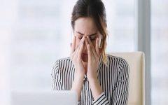 """อาการ """"ตาแห้ง"""" อันตรายของวัยทำงาน"""