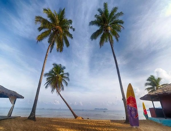 Malaysia considers further re-opening to domestic tourism